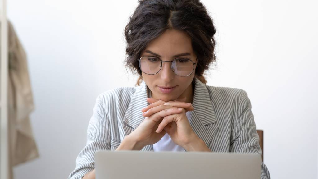 Woman plans her will at her laptop